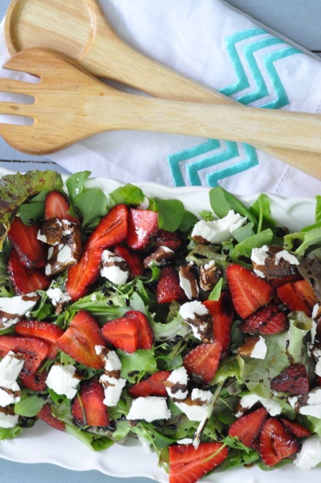 Salad with Strawberries, Goat Cheese and Balsamic Reduction